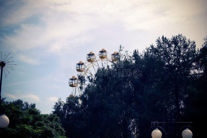 Pariserhjul i parkera av kultur Yoshkar-Ola 2018 royaltyfri foto