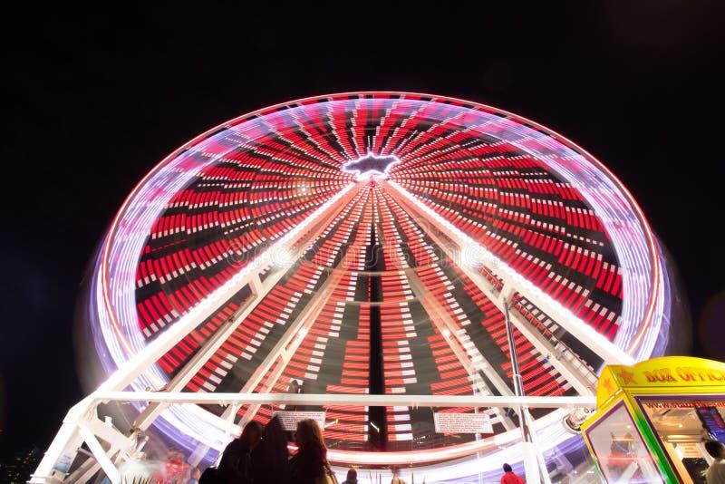 Pariserhjul med lampor royaltyfria bilder