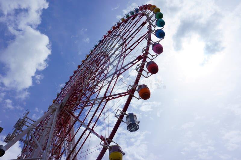Pariserhjul mot en himmel arkivfoto