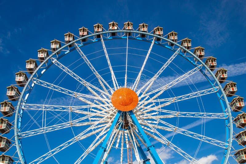 Pariserhjul Riesenrad på Oktoberfesten i munich/Tyskland wi royaltyfria foton