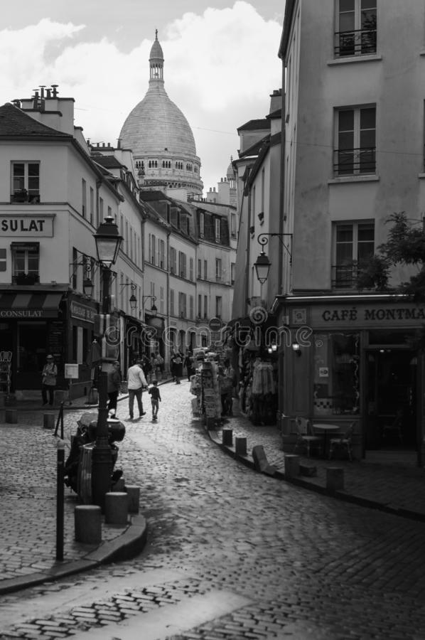 Free Parisian Street Of Montmartre Leading To The Basilique Du Sacred Heart In Paris Royalty Free Stock Image - 147374546