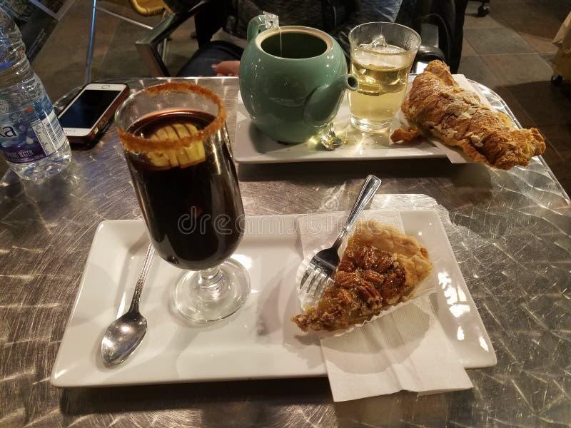 Parisisk frukost royaltyfria foton