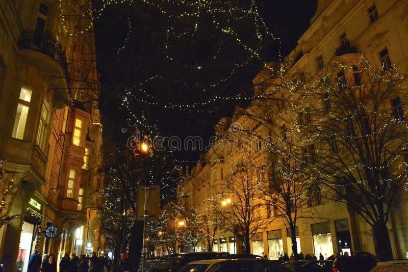 Parisisk gata för natt i Prague arkivfoto