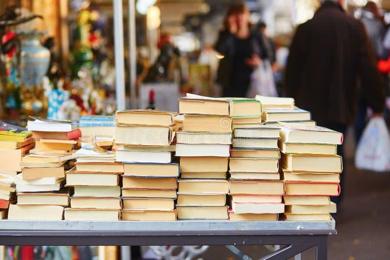 Parisisk loppmarknad arkivfoto