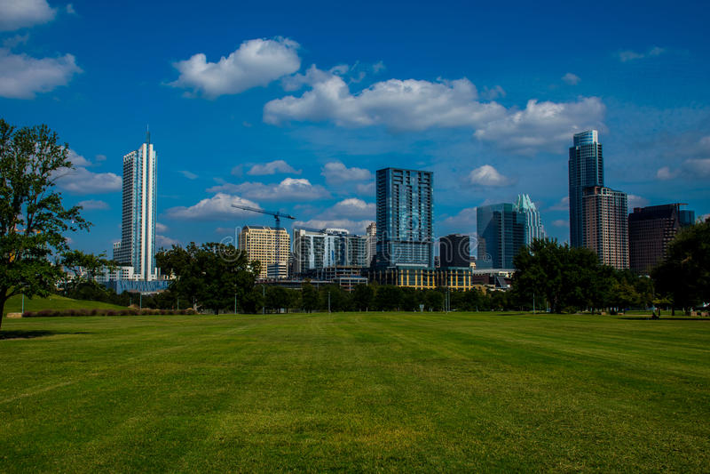 Park Austins Texas am hellen Frühlingszeittag in zentralem Texas lizenzfreies stockbild