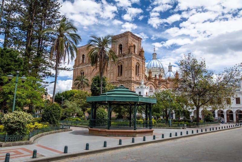 Park Calderon en Inmaculada Concepcion Cathedral - Cuenca, Ecuador royalty-vrije stock foto's