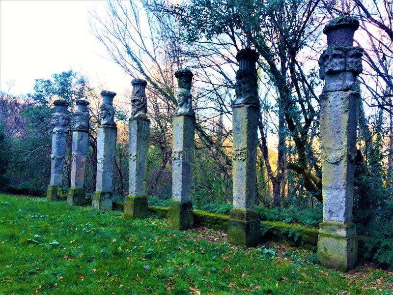 Park der Monster, heiliges Grove, Garten von Bomarzo Kolonnade von Herms und von Alchimie lizenzfreies stockbild