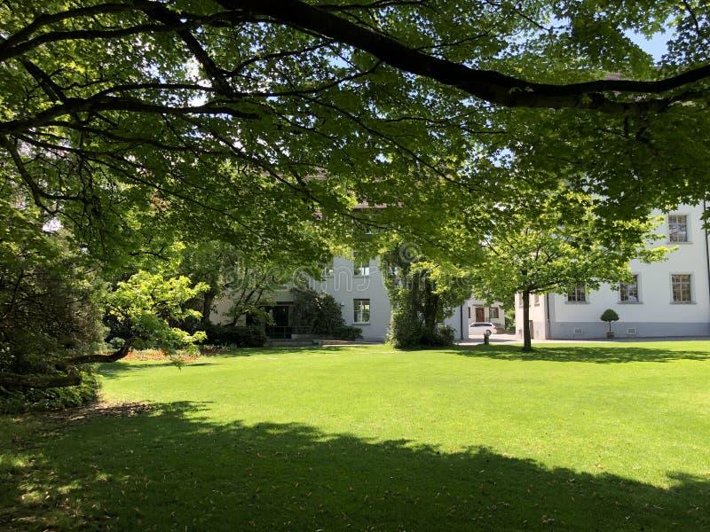 Park door het klooster Van Augustinus Crucelin of Kreuzlingen-Abdij, Zwitserland royalty-vrije stock foto