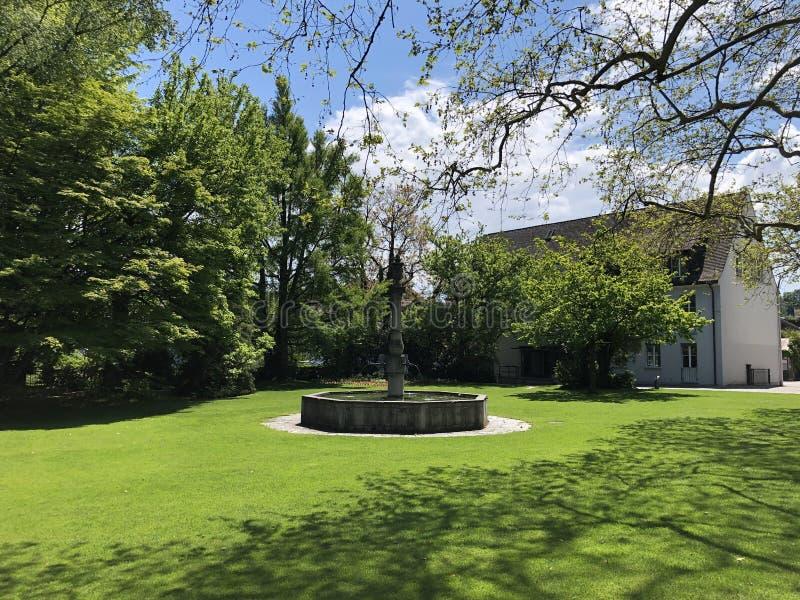 Park door het klooster Van Augustinus Crucelin of Kreuzlingen-Abdij, Zwitserland stock afbeeldingen