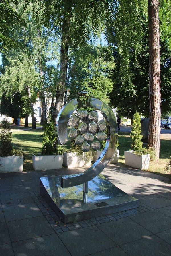 Park en gedenkteken in het centrum van Banja Luka, Bosnië stock foto