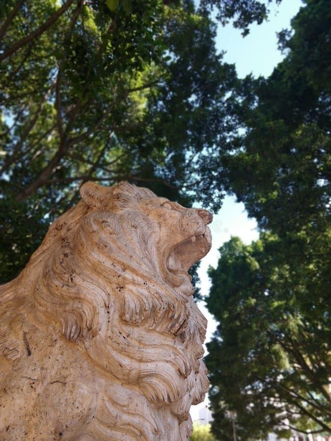 PARK Escultura de Piedra LION stockfotos