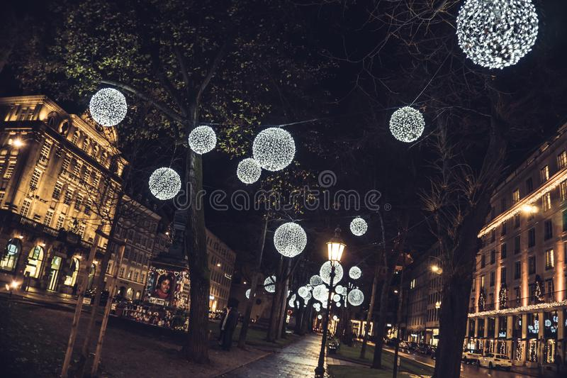 Park in grote stad - Kerstmistalent stock afbeelding