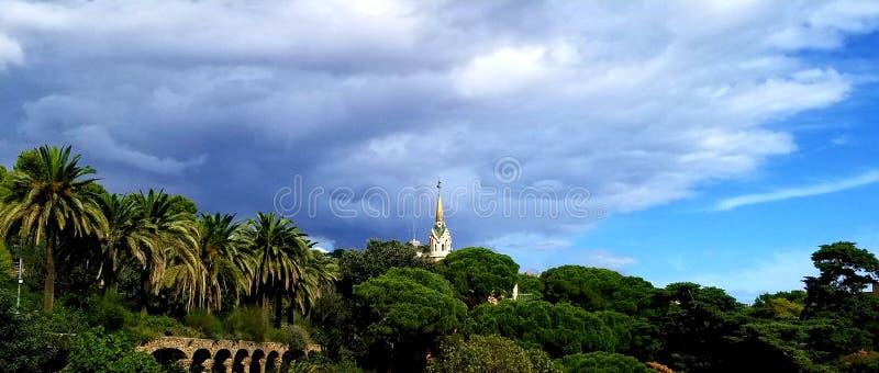Park Guell Barcelona - overweldigende meningen! stock afbeelding