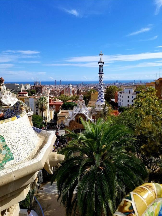 Park Guell Barcelona - overweldigende meningen! royalty-vrije stock afbeelding