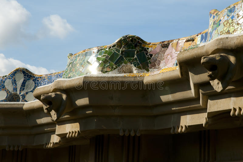 Park Guell deckt - Barcelona - Spanien mit Ziegeln lizenzfreies stockbild