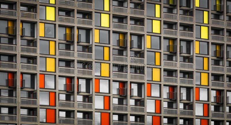 Park-H?gel-Wohnsiedlung 13. September 2013 erneuert durch st?dtisches Spritzen in Sheffield - Sheffield, Vereinigtes K?nigreich - lizenzfreie stockfotografie