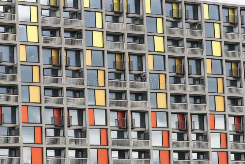 Park-H?gel-Wohnsiedlung 13. September 2013 erneuert durch st?dtisches Spritzen in Sheffield - Sheffield, Vereinigtes K?nigreich - lizenzfreie stockfotos