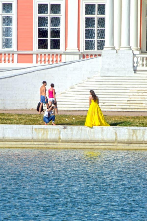 Park Kuskovo-Zustand Der großartige Palast Fotograftreppenhaus baumuster reflexion teich stockfoto