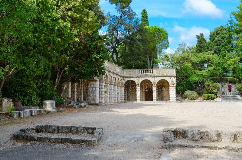 Park op Roman heuvel parc DE La Colline du Chateau, Nice, Kooi D 'Azur, Frankrijk royalty-vrije stock foto's