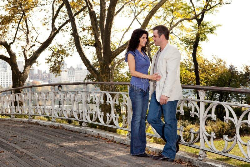 Park-Paar-Liebe Lizenzfreie Stockbilder