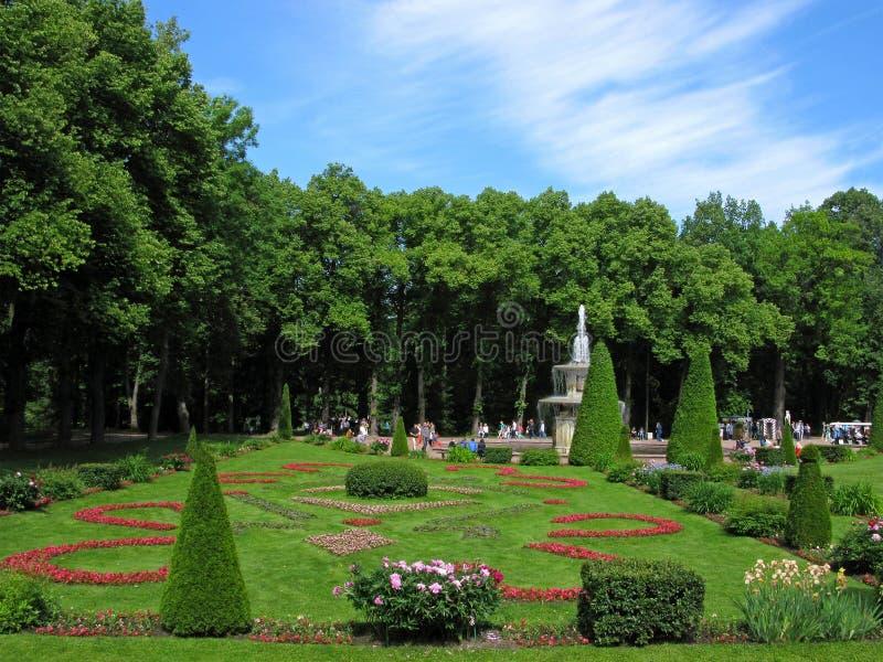 Park in Peterhof, Rusland royalty-vrije stock afbeeldingen