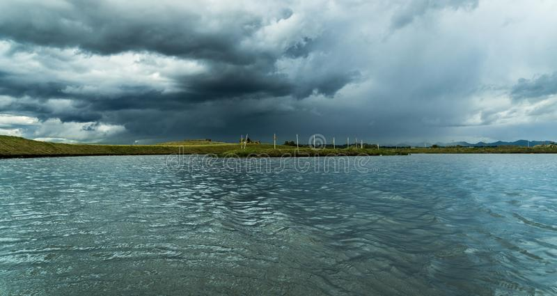 Park in Pinhais, Paranà ¡ Brazilië - Stormachtige komst stock afbeeldingen