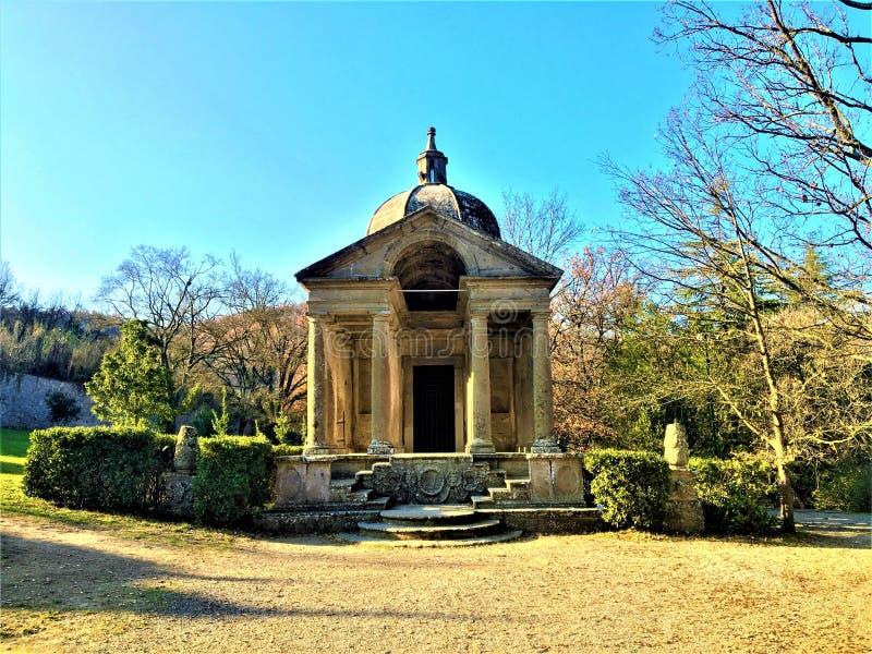Park potwory, Święty gaj, ogród Bomarzo Świątynia wieczność i alchemia zdjęcie stock
