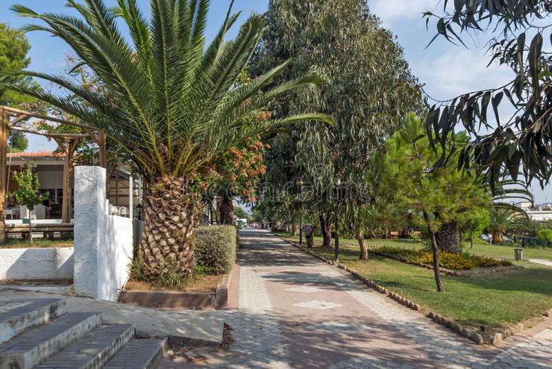 Park przy Metamorfosi plażą przy Sithonia półwysepem, Chalkidiki, Środkowy Macedonia, Grecja fotografia stock