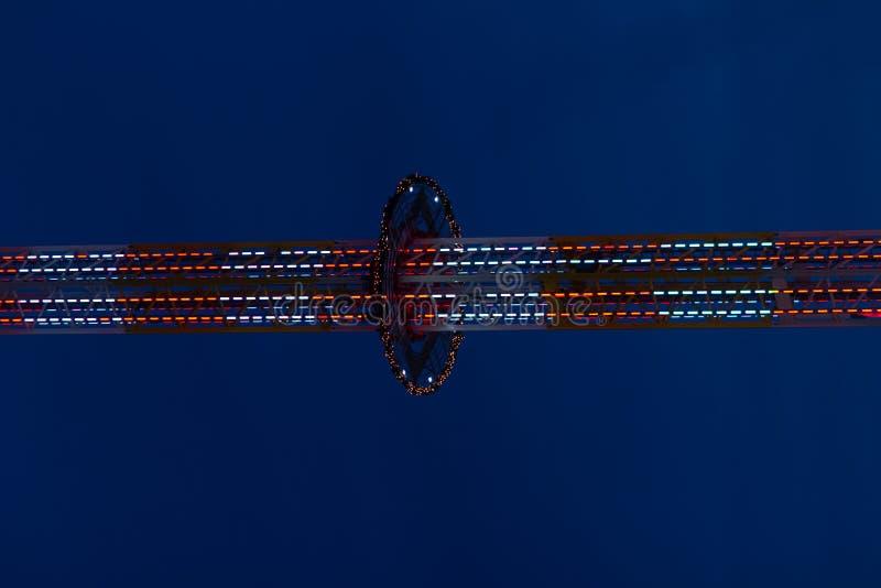 Park rozrywki przy noc zdjęcie royalty free