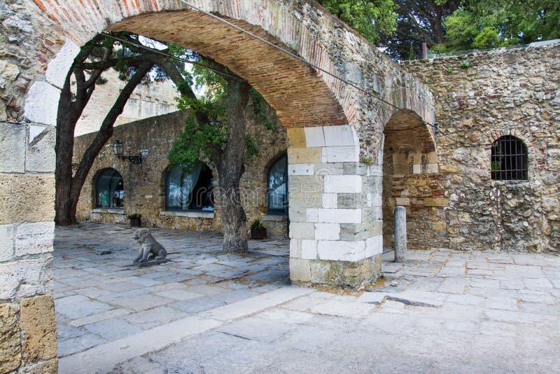 Park in Sao Jorge Castle, Lissabon stock afbeelding
