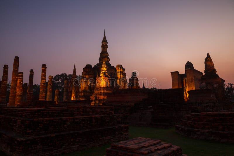 Download Park Sukhothai Historyczne Buddyjskiej świątyni Ruiny W Sukhothai Cześć Obraz Stock - Obraz złożonej z azjata, modlenie: 53783311