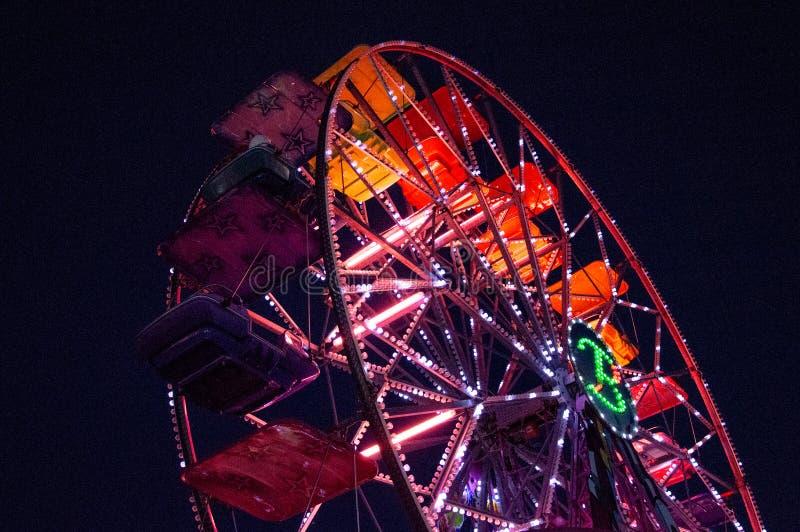 Park tematyczny, funfair, panoramiczny koło obraz royalty free