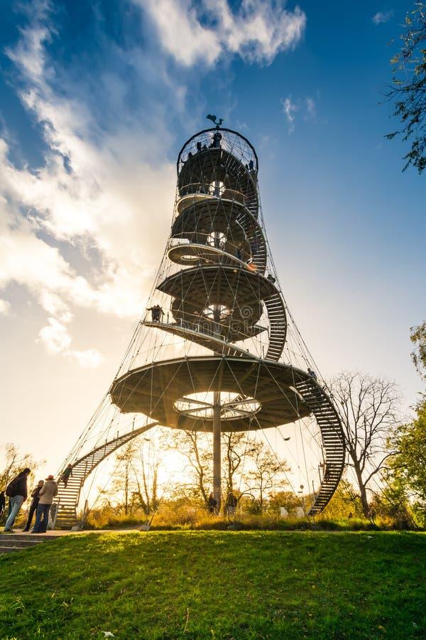 Park-Turm-Markstein-Monument-Architektur Stuttgarts Killegsberg lizenzfreie stockfotografie