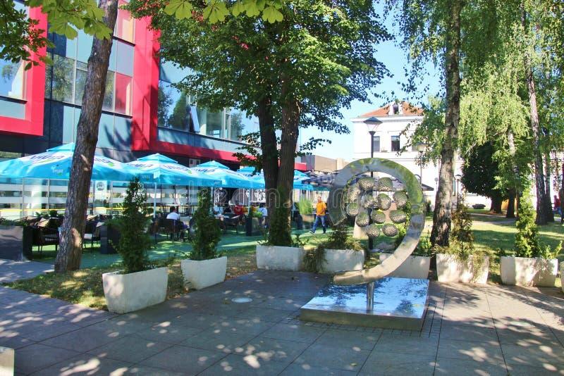 Park und Denkmal in der Mitte von Banja Luka, Bosnien lizenzfreies stockfoto
