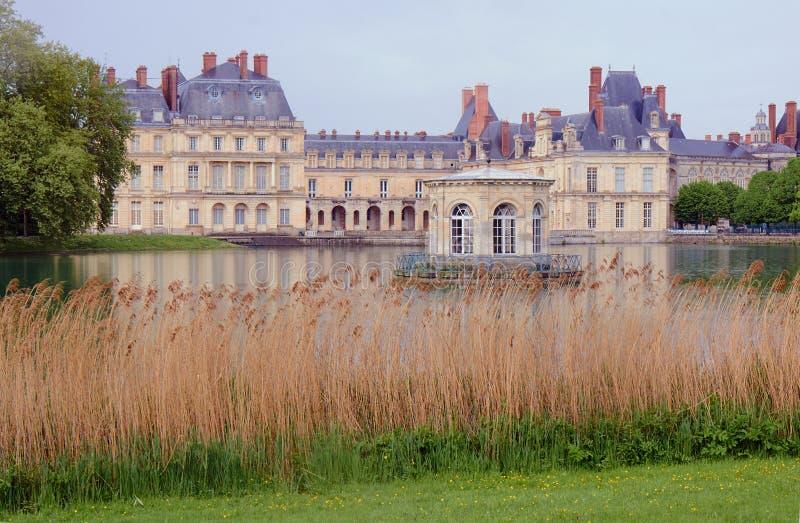 Park und königlicher Wohnsitz in Fontainebleau stockbilder