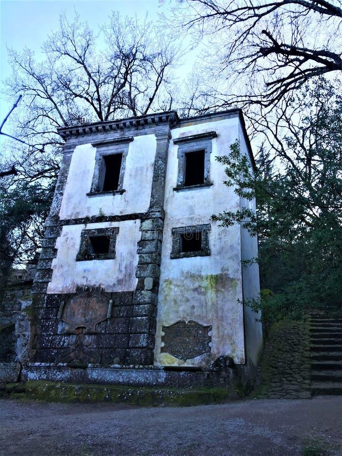 Park van de Monsters, Heilig Bosje, Tuin van Bomarzo Leunend huis en alchimie royalty-vrije stock foto's