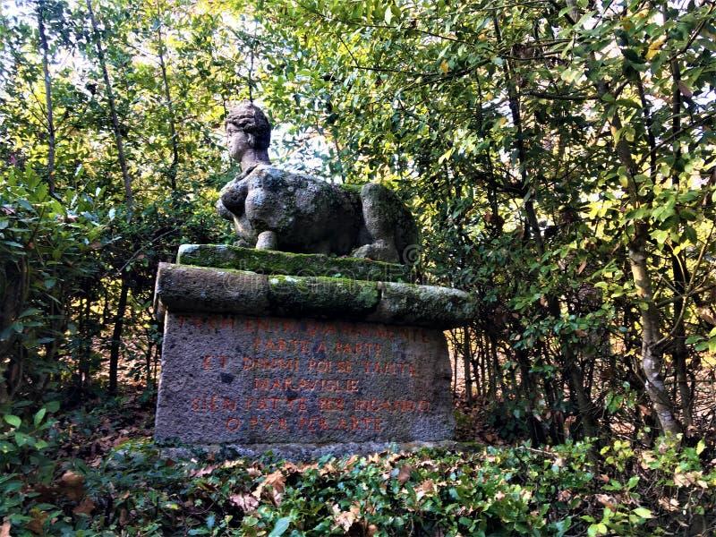 Park van de Monsters, Heilig Bosje, Tuin van Bomarzo Sfinx, vegetatie en alchimie stock afbeelding