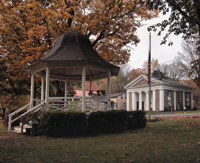 Park w małym Amerykańskim miasteczku zdjęcie stock
