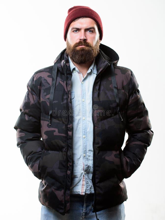Parka куртки бородатой стойки человека теплый черный изолированный на белой предпосылке Обмундирование зимы Мода зимы хипстера Зи стоковое фото rf