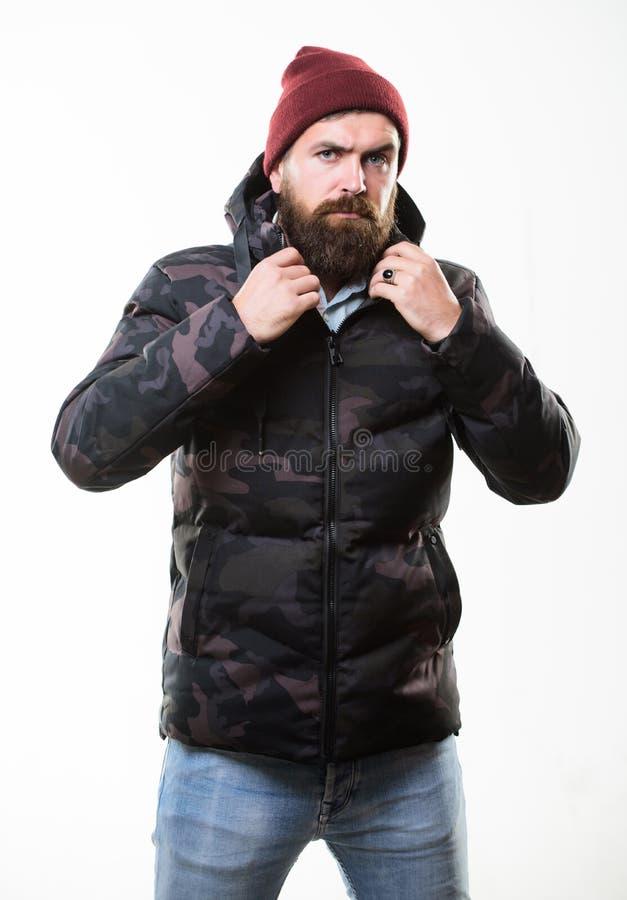 Parka morno do revestimento do teste padrão da camuflagem do suporte do homem com a capa isolada no fundo branco E imagens de stock