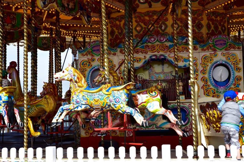 Parka rozrywki carousel na Brighton plaży molu zdjęcia royalty free