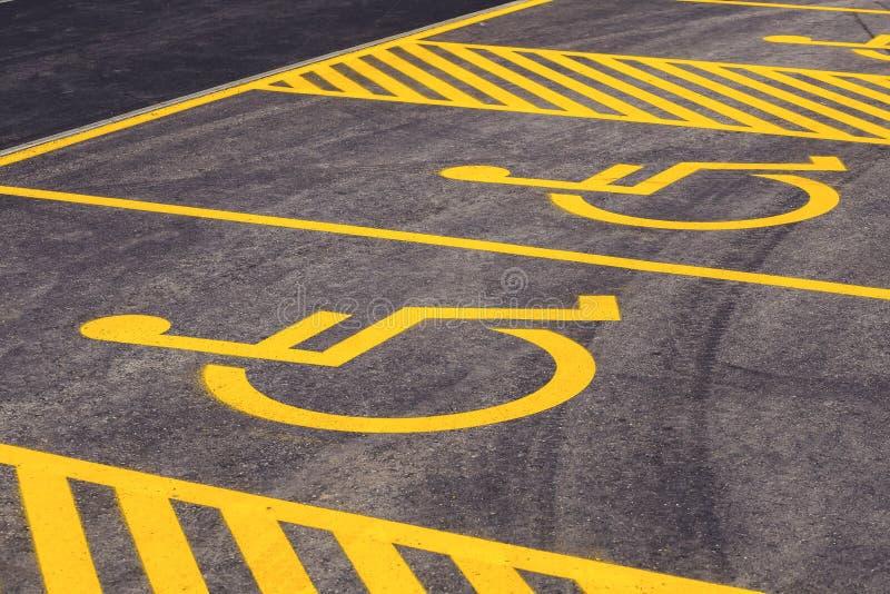 Parkeerplaatsen voor gehandicapt bezoekersteken 2 stock foto