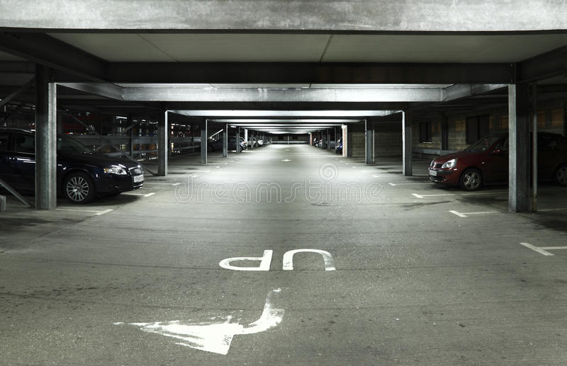 Parkeerterrein bij Nacht royalty-vrije stock fotografie