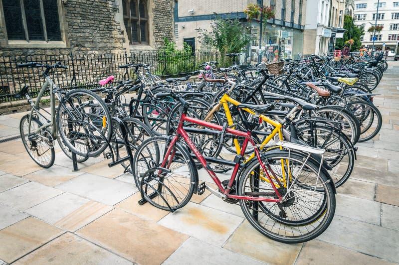 Parken für Fahrräder in Cambridge stockfoto