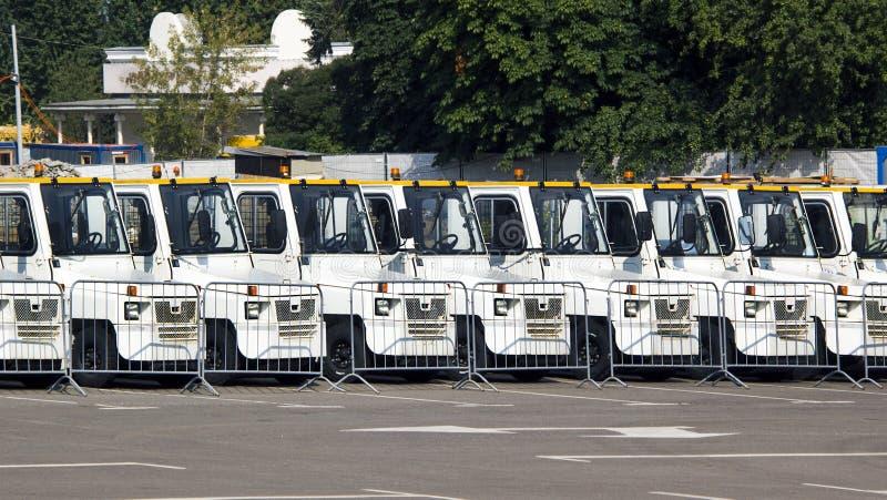 Parken von Service-Fahrzeugen lizenzfreie stockfotografie
