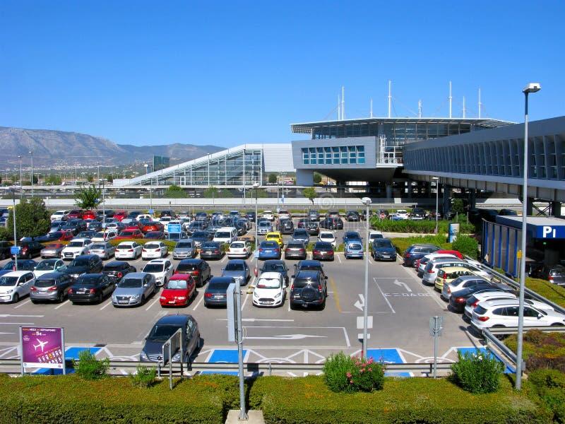 Parkende Autos, Athen-Flughafen stockfotografie