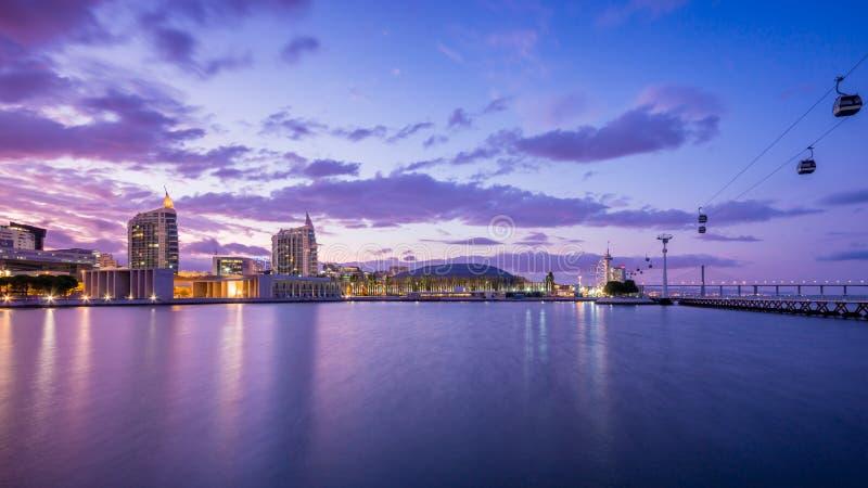 Parkera av nationer, det nya området i Lissabon, Portugal covering royaltyfri foto