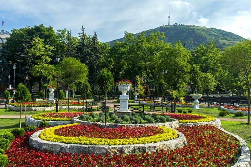 Parkera 'Blomma-trädgård '- en av de mest härliga och mest favorit- ställena av semesterorten av Pyatigors royaltyfri bild