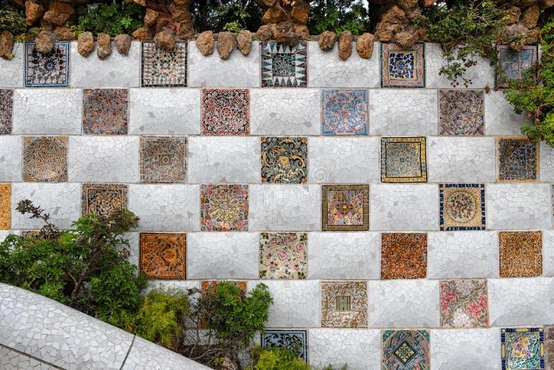 Parkera den Guell mosaikväggen, Barcelona fotografering för bildbyråer