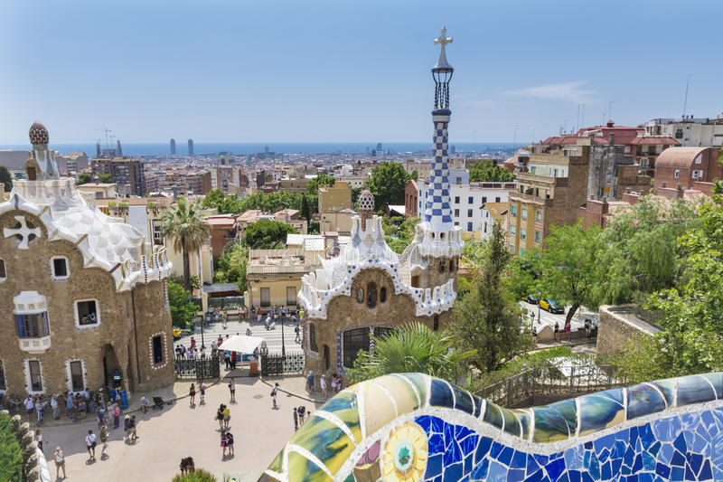 Parkera Guel, Barcelona, Spanien arkivfoton